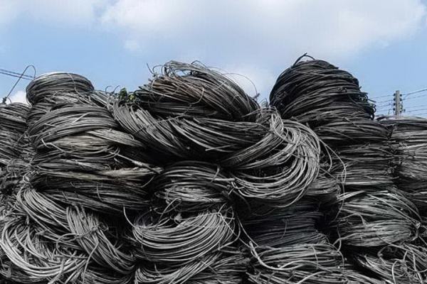 03aluminum-wire-scarp_exposure18FF6EF9-D04D-B0FF-6DE3-E47A84DAB33C.jpg